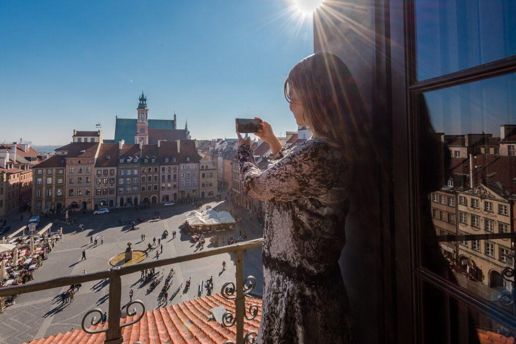 Widok na Rynek Starego Miasta z poddasza w Muzeum Warszawy