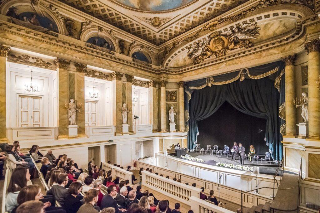 Teatr Stanisławowski w Starej Oranżerii w Łazienkach Królewskich